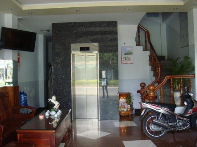 Sảnh tầng 1 ở khách sạn (Ảnh ST)