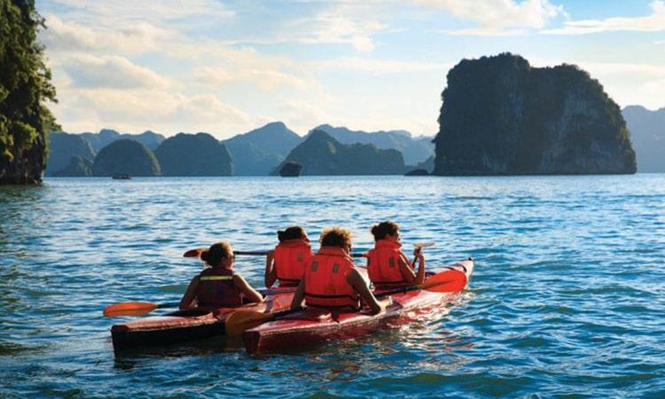 Chèo Kayak tại Hạ Long