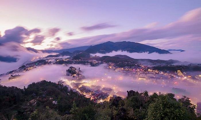Góc ngắm cảnh thị trấn Sapa từ trên núi Hàm Rồng