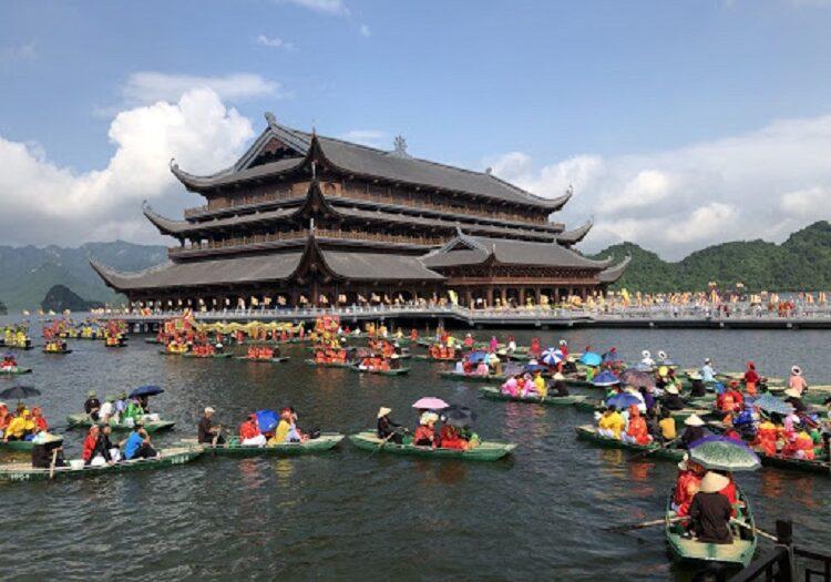 Thủy đình chùa Tam Chúc