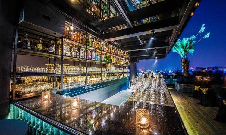 Skybar khách sạn hạng sang hà nội La Siesta