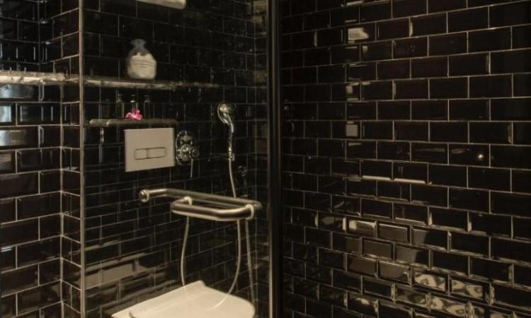Toilet khách sạn hạng sang hà nội La Siesta 27 Hàng Bè