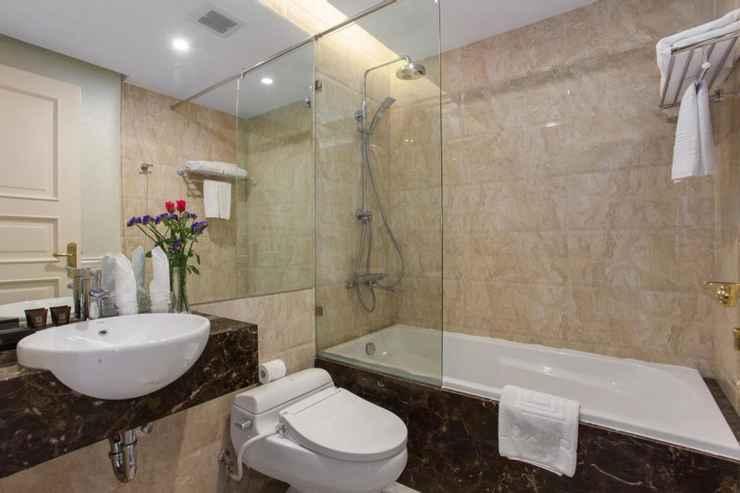 toilet phòng suite khách sạn hạng sang luxury old quarter 67 Hàng Bồ Hà Nội