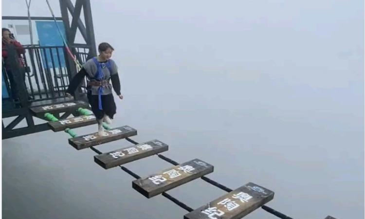Cầu Treo cao 150m